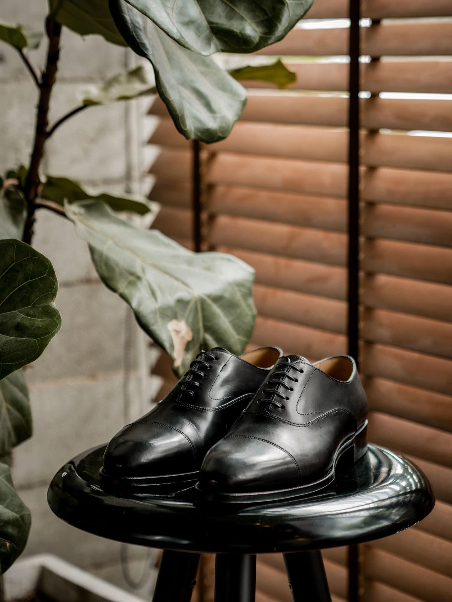 รองเท้าหนัง oxford สีดำ จาก Fugashin