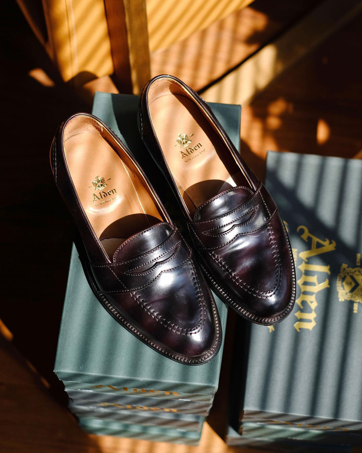 รองเท้า Alden Full Strap Loafers