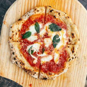 Pizza & Suit ความเหมือนที่แตกต่างระหว่างอาหารสุดเบสิกกับความคลาสสิกของแฟชั่นฝั่งสุภาพบุรุษ