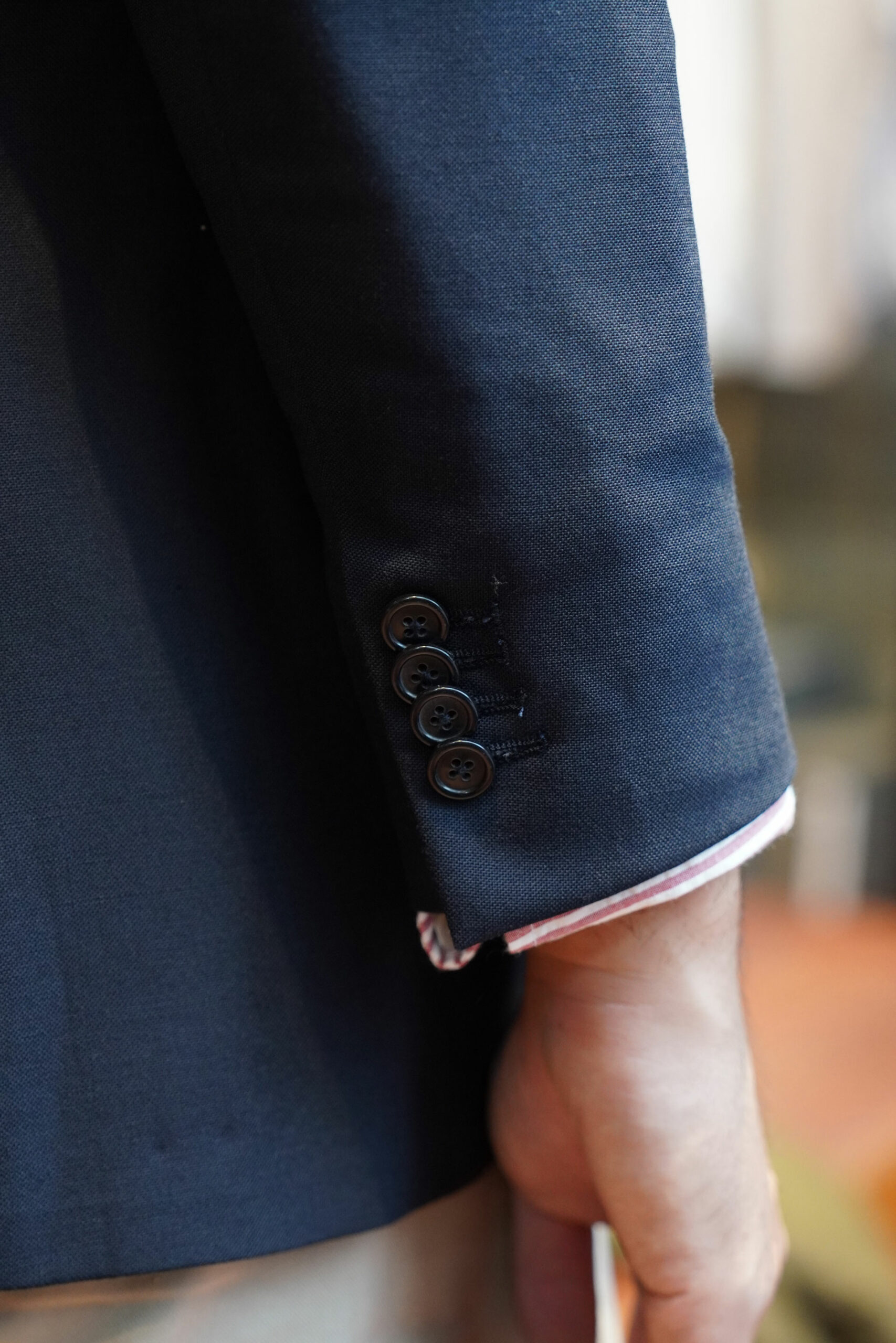 4 sleeve buttons