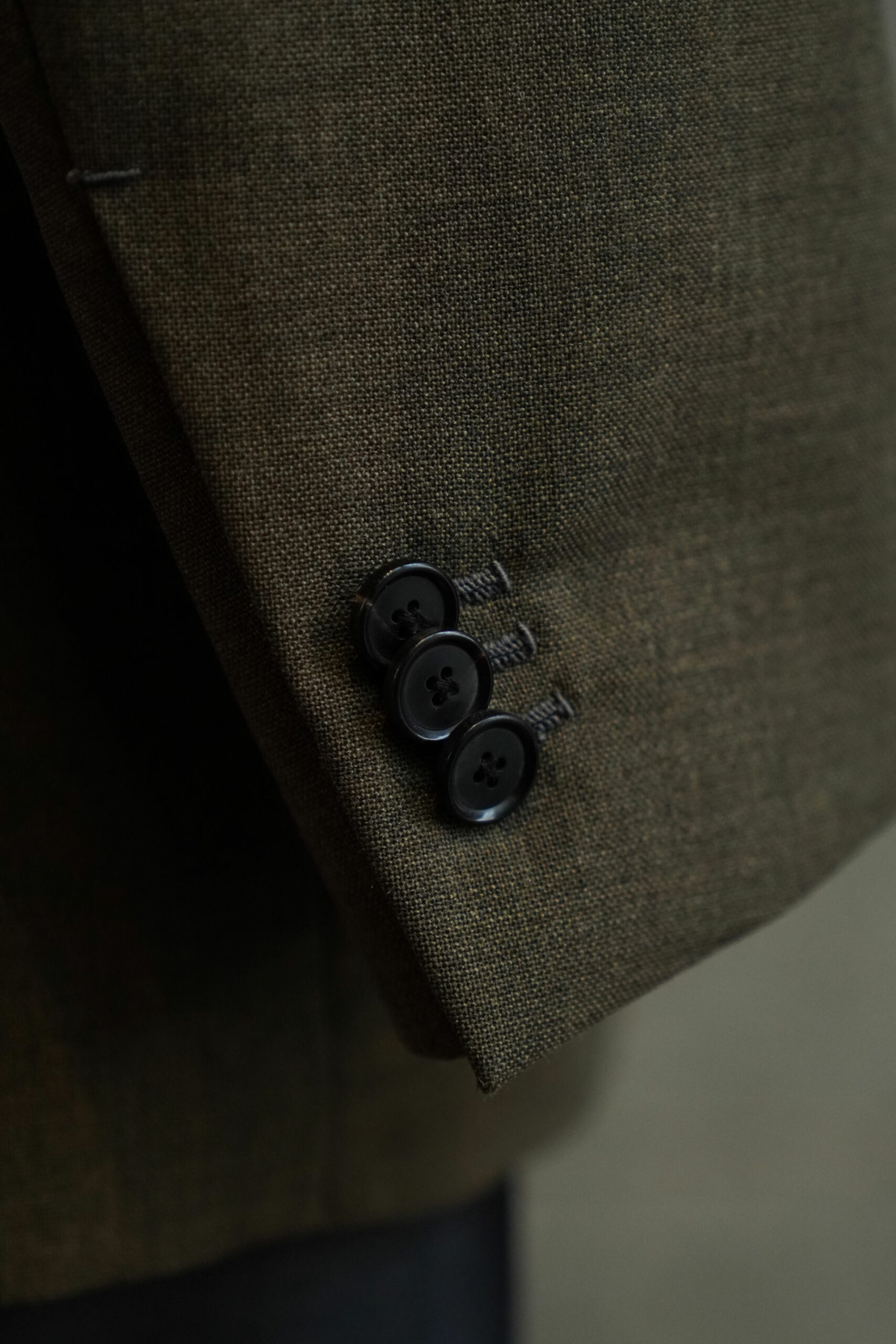 3 sleeve buttons