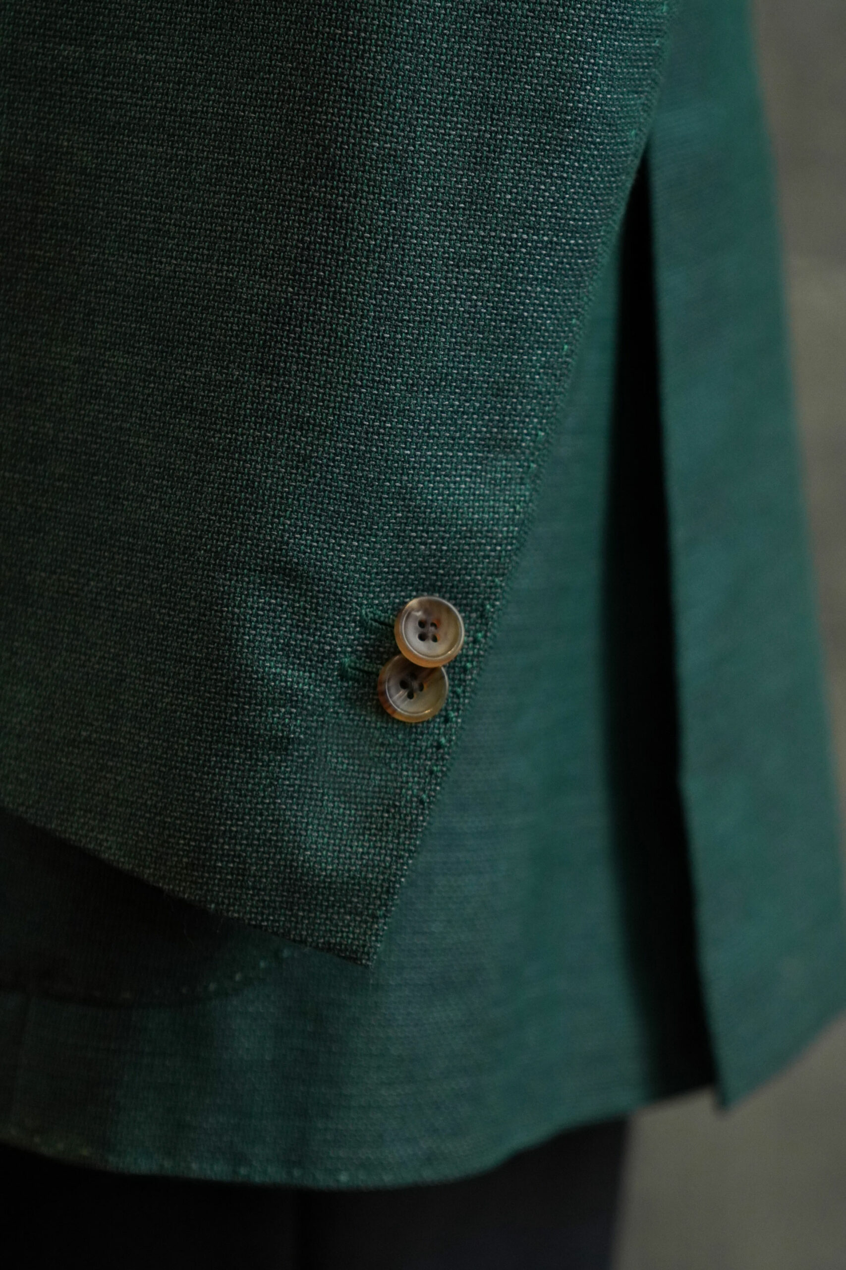 2 sleeve buttons